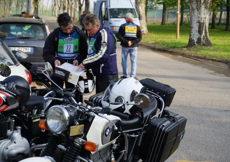 liconica-moto-bmw-partenza
