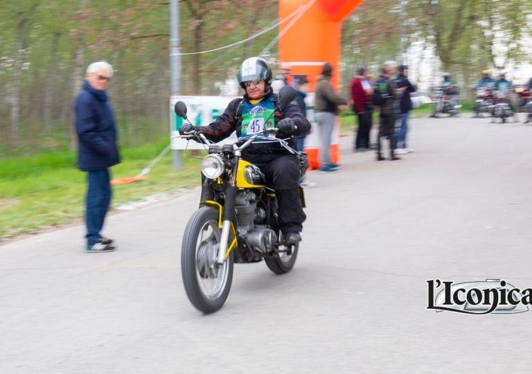 liconica-moto-ducati-giallo-scrambler