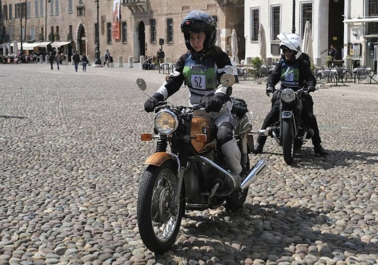 liconica-moto-bmw-motociclista-elisa