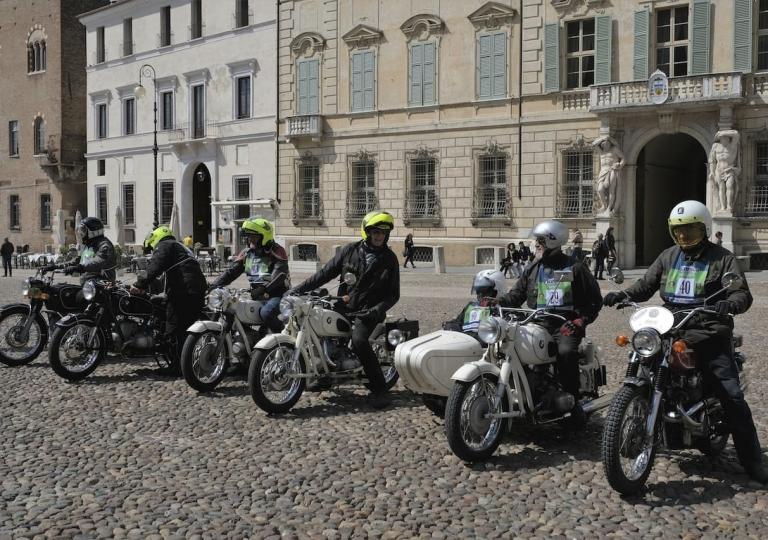 liconica-moto-bmw-motociclisti-vari