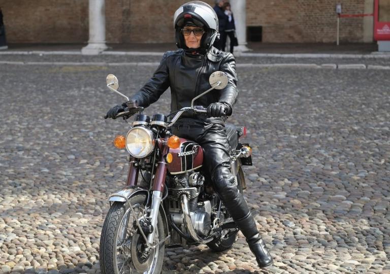 liconica-moto-honda-motociclista-raffaella