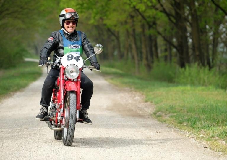 liconica_moto_guzzi_motociclista_sabrina