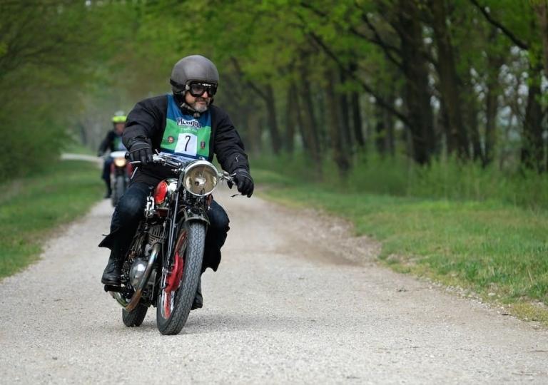liconica_moto_mas_motociclista_elio